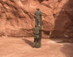 کشف سازه فلزی مرموز شبیه به مونولیت ادیسه فضایی در صحرای نوادا