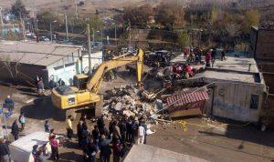 کامیون وارد خانه ای در پردیس شد و ۲ کودک در این حادثه در وضعیت وخیمی به سر می برند.