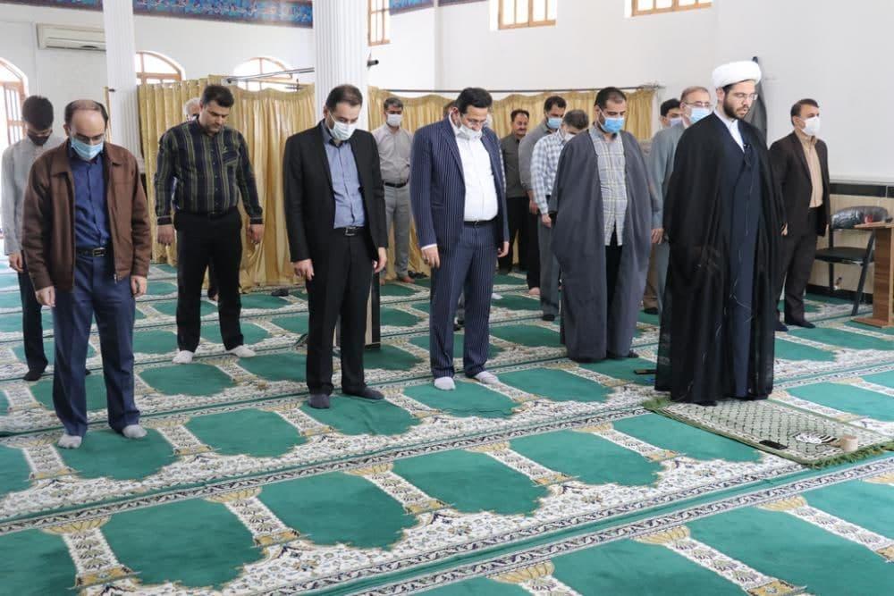 برگزاری نماز جماعت در نمازخانه فرمانداری شهرستان رشت