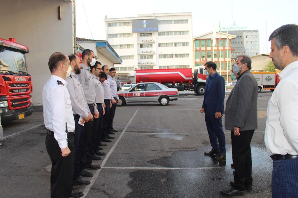 آتش نشانان سربازان جان برکف شهرداری در حفاظت از جان و مال شهروندان هستند
